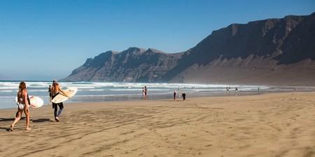 Siete cosas que debes saber antes de bañarte en Lanzarote